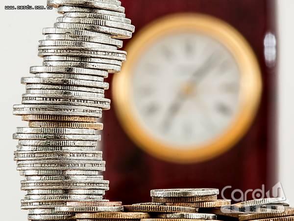 王道銀行活儲利率達1.2%,還享有刷卡消費國內最高1.3%、國外最高1.8%現金回饋(圖/王道銀行 提供)
