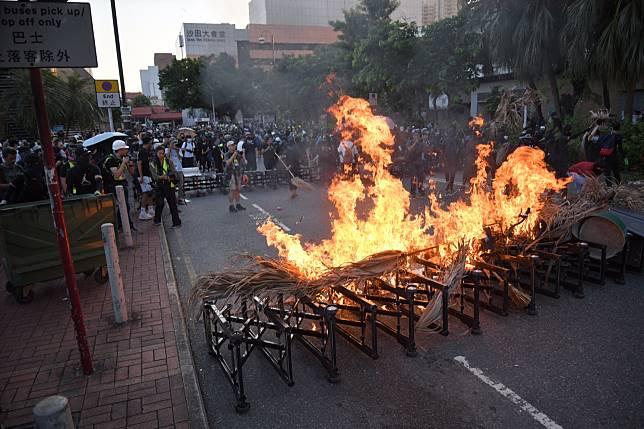 示威者早前縱火