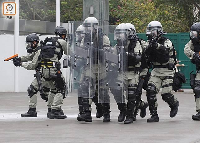 警務處會先以試行形式,安排委任不多於100名懲教人員為特別任務警察。