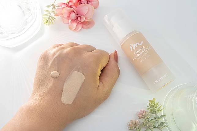 有柔焦感十足的陶瓷肌效果,品牌指可以維持30小時長效半啞緻妝容,瘋狂出油的姊妹不妨一試。