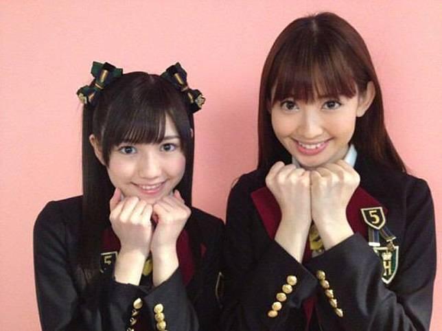 小嶋陽菜(右)上載與麻友的合照。