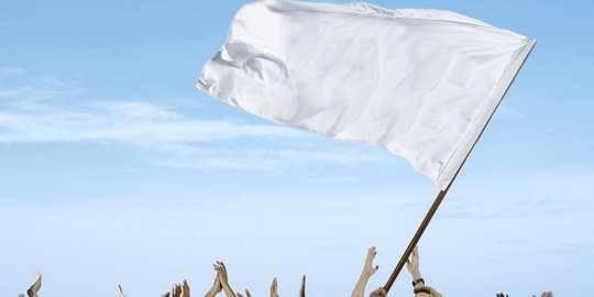 Semakin Meluas!  Pengibaran Bendera Putih Di Sejumlah Daerah Indonesia Oleh Masyarakat