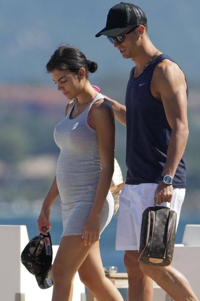 Perut Makin Buncit, Pacar Cristiano Ronaldo Hamil 5 Bulan?