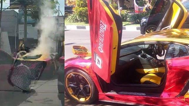 Mobil Lambhorgini terbakar di Jalan Mayjen Sungkono, Surabaya, Minggu (8/12/2019). Penumpangnya seorang diketahui seorang peremp berhasil selamat.  (Foto Istimewa)