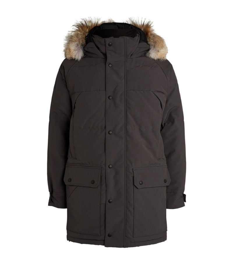 Masterfully crafted with the label's signature Arctic Tech wind-resistant fabric, the Emory coat fro