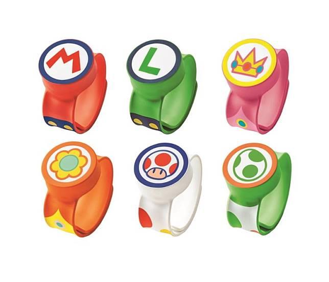 通關手環Power Up Band有6款之多,每位進入「超任世界」的朋友都有一隻。(互聯網)