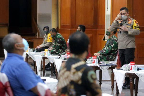Kapolda Jawa Timur, Irjen Pol Mohammad Fadil Imran, saat menyampaikan pemaparan terkait PSBB.