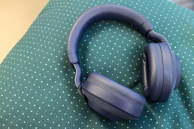 Jabra Elite 85h(售價$2,339)採用了AI智能降噪技術,適合對音質有要求的用家。