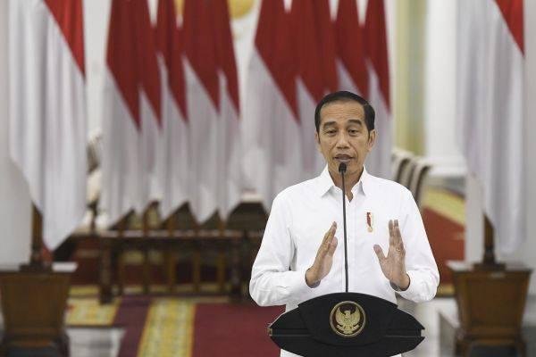 Setelah sejumlah kebijakan lamban, Jokowi tempuh darurat sipil Covid-19