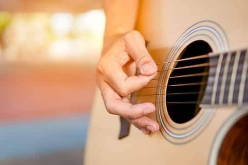 Lirik dan Chord Harusnya Aku – Armada