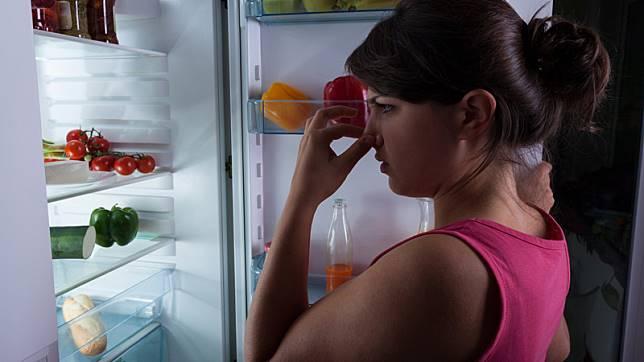 4 วิธีดับกลิ่น เหม็นอับในตู้เย็นด้วยของใช้ใกล้ตัว