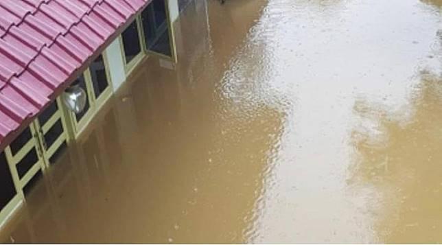 Rumah aktor senior Roy Marten kembali kebanjiran (Instagram - @roymarten5213)