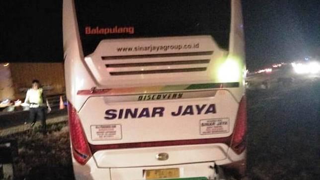 Bus Sinar Jaya yang menyebabkan kecelakaan maut di Tol Cipali, Kamis (14/11/2019). (dok Humas Polda Metro Jaya)