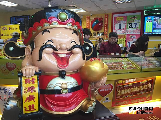 ▲太幸運了!16.5億威力彩頭獎11月5日開出了,在花蓮市1注獨得。(圖/記者顏真真攝)