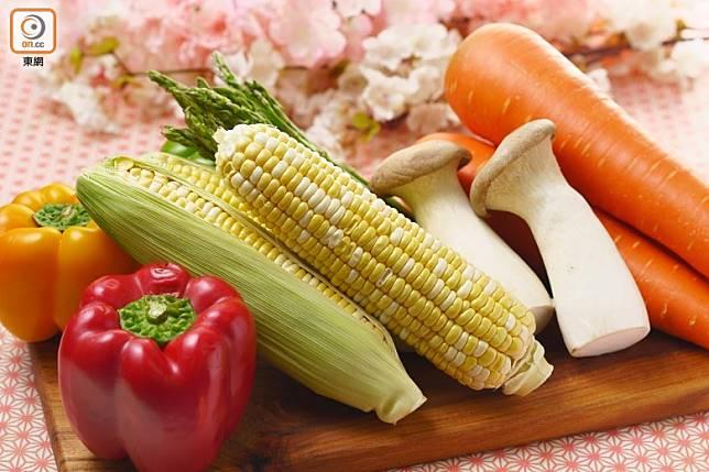 春天多會選用蔬菜作主要餡料。(張群生攝)