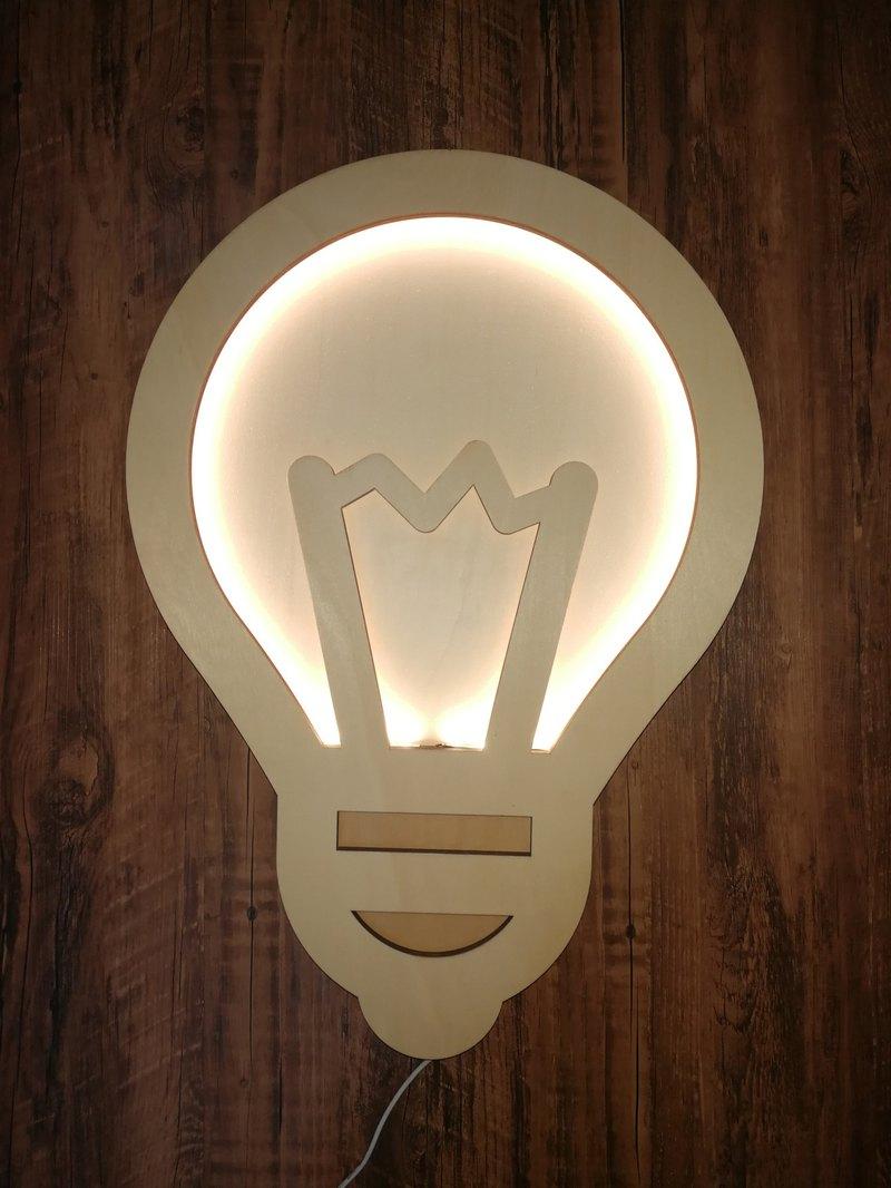 浪漫溫馨從不需撦華的包裝, 小巧木燈已感到暖進心中!!