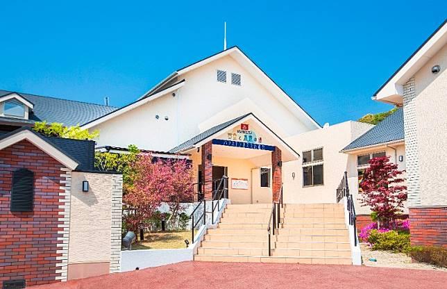 豪斯登堡的翻新溫泉設施「黃金與水素之湯 豪斯登堡溫泉」,剛於4月22日再度登場。(互聯網)