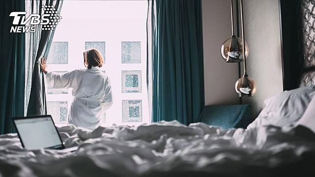 女網友Victoria Rothe發現自己房間有「不速之客」。示意圖/shutterstock