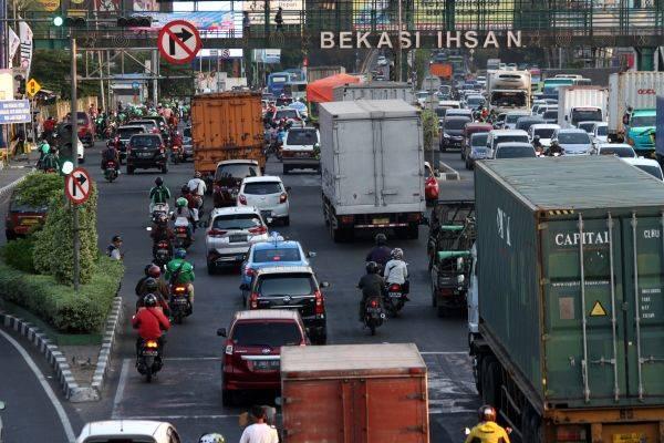 Suasana Jalan Ahmad Yani, di Bekasi, Jawa Barat, beberapa waktu lalu. Pemerintah Kota Bekasi berencana menerapkan sistem tilang elektronik.