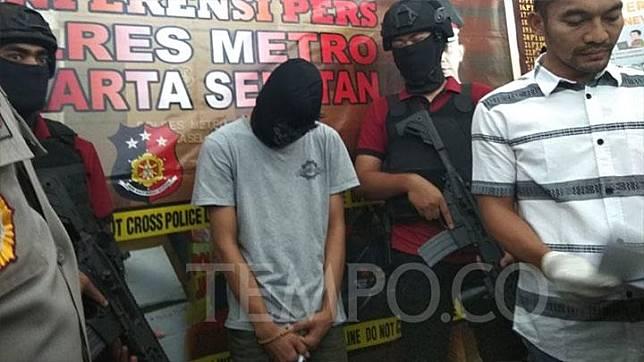 Kepolisian Resor Jakarta Selatan menunjukan satu dari 10 tersangka tawuran yang menyebabkan siswa SMA Muhammadiyah 15 tewas, Kamis, 6 September 2018. Tempo/Imam Hamdi