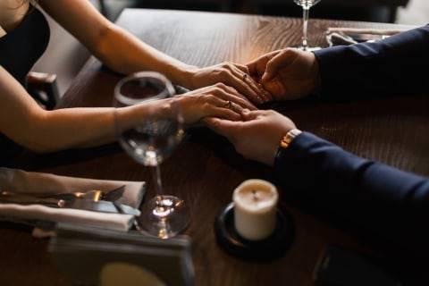 Ini 5 Zodiak Pria Paling Romantis Dijamin Bisa Bikin Jatuh Hati