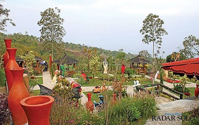 BIKIN MERINDING: Spot Kampung Horor paling diburu wisatawan di Sunrise Hill. (IDA FADILAH/JAWA POS RADAR SEMARANG)