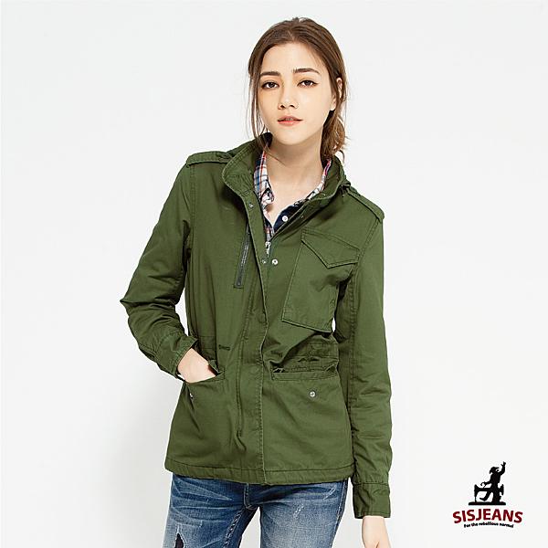 嚴選輕量接近純棉軍綠布料,以修身多口袋軍裝外套剪裁,及抽繩設計,讓妳保暖也可以時尚俐落有型。
