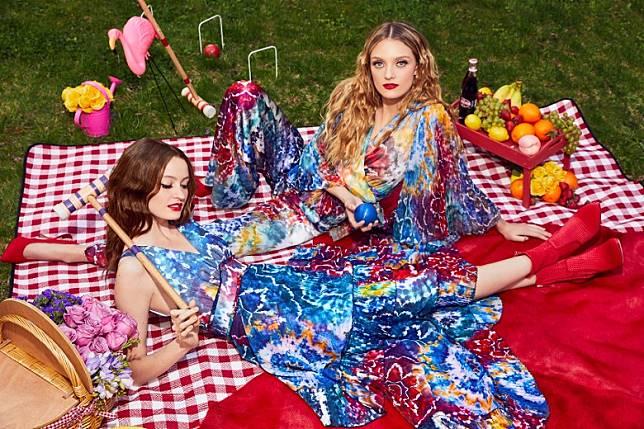 艷麗的紮染圖案亦是連身裙的主打裝飾。(互聯網)