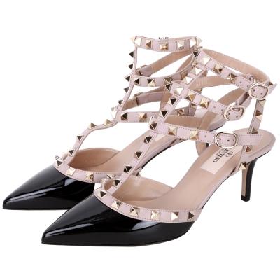 鉚釘細節強烈點綴尖頭設計增添摩登勾勒性感優雅步履數量有限售完為止鞋款版型正常 請選購平時穿著的尺寸