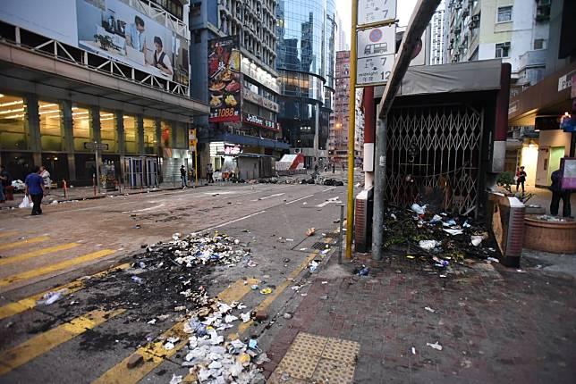 亞皆老街路面大肆破壞。