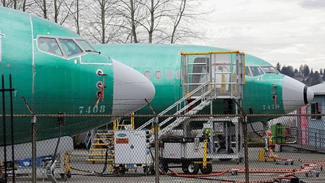 Dua buah pesawat jenis Boeing 737 MAX yang berada di fasilitas produksi di Renton, Washington, 11 Maret 2019. Lion Air yang menghentikan sementara pengoperasian (temporary grounded) 10 (sepuluh) pesawat Boeing 737 MAX 8. REUTERS/David Ryder