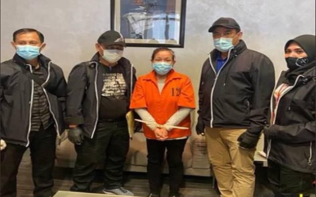Kemenkumham mengekstradisi buronan pembobol Bank BNI Maria Pauline Lumowa dari Serbia ke Indonesia, Rabu (8/7/2020)./Twitter @kemenkumham