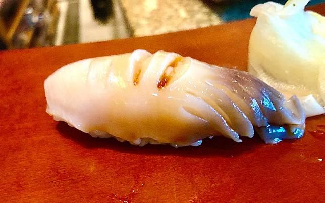 北寄貝剌身壽司用了非常新鮮款式,吃起來爽口彈牙,而且肉厚,入口甘甜無比。(作者提供)