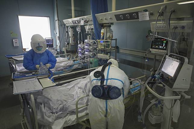 Coronavirus: Hong Kong doctors and nurses working in Shenzhen hospital risk it all with plan to treat patients in Wuhan
