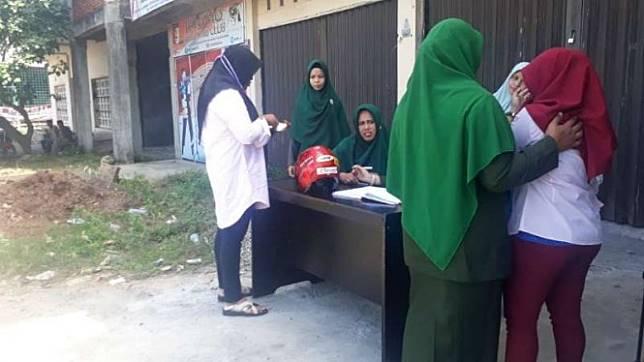 Sejumlah warga terjaring razia busana ketat oleh Satuan Polisi Pamong Praja dan Wilayatul Hisbah di Aceh Besar, Selasa, 23 Juli 2019.