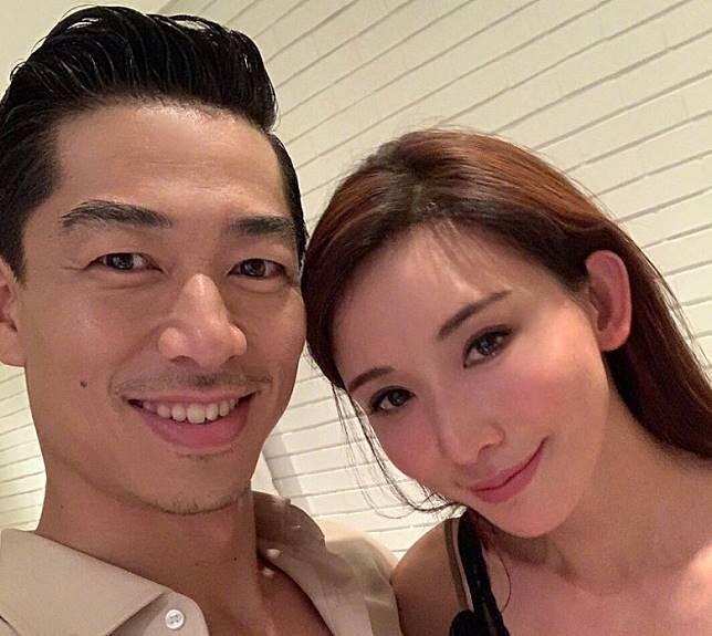 林志玲跟AKIRA今年6月拉埋天窗。