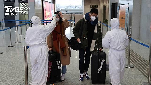 武漢肺炎疫情持續擴散,防疫工作持續進行。(圖/達志影像路透社)