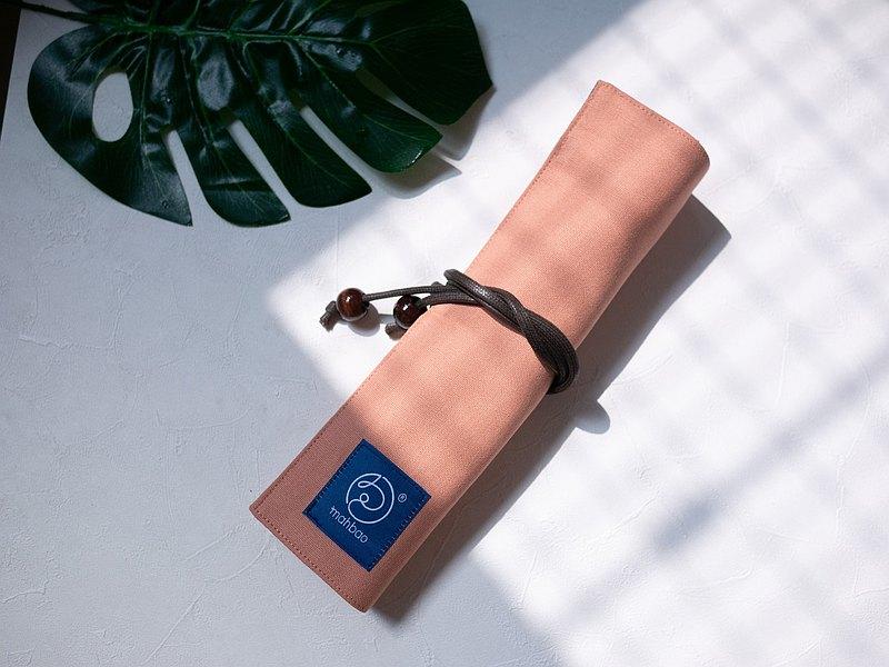 手作卷軸環保餐具袋直式 粉色 新嬤包布標
