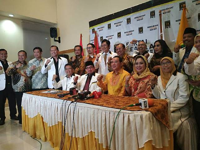 Jajaran petinggi Partai Keadilan Sejahtera dan Partai Berkarya seusai pertemuan di kantor DPP PKS, Jalan TB Simatupang, Jakarta Selatan, Selasa, 19 November 2019. TEMPO/Putri.