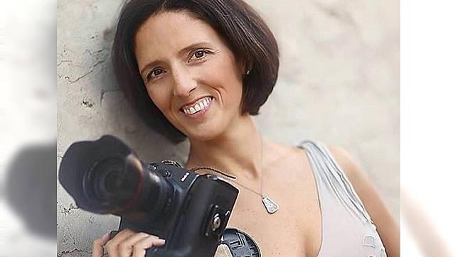 美國1名攝影師在拍攝工作時,突遭一塊33公斤重的木頭從天而降砸中慘死。(圖/翻攝自Friends of Victoria Schafer臉書粉絲團)