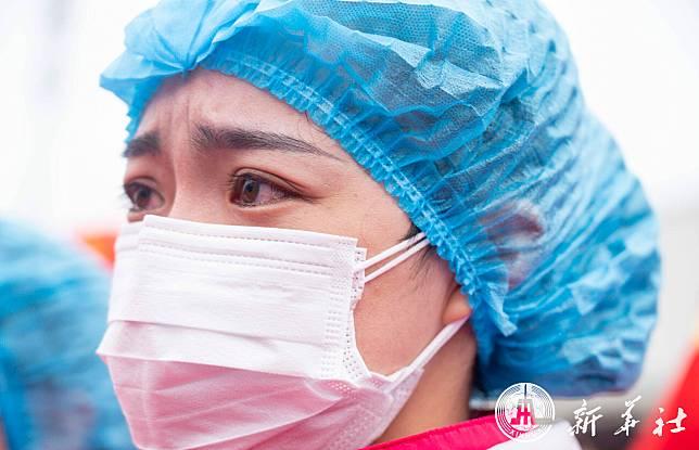 ทีมแพทย์หลายมณฑลตบเท้าลา 'ร.พ. เหลยเสินซาน' กลับบ้านหลังจบภารกิจโควิด-19