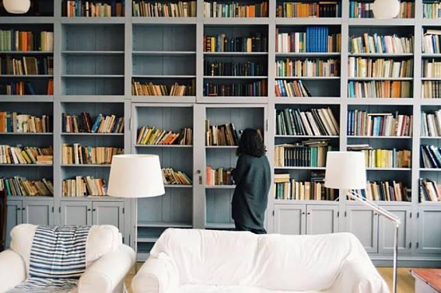 Hobi Membaca Buku Bakal Berikan 4 Manfaat Ini untuk Kesehatanmu!