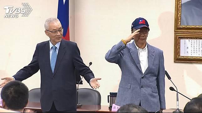 鴻海創辦人郭台銘(右)、國民黨黨主席吳敦義(左)。圖/TVBS