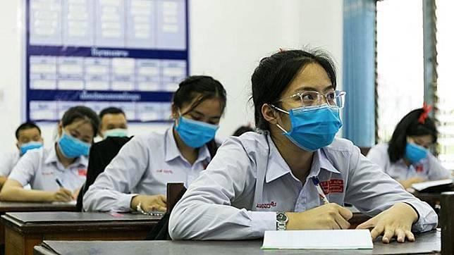 Ilustrasi bersekolah dengan menggunakan masker. (Xinhua/Kaikeo Saiyasane)
