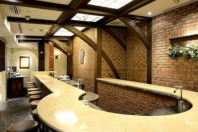 店舖採用獨特U字型食桌,並只有21個座位。(互聯網)