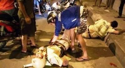 2 CSGT bị 3 tên côn đồ rút dao đâm trọng thương