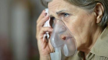 讓川普髮夾彎的女人!婦人因病服奎寧 19 年仍確診武漢肺炎