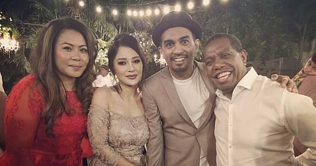 Momen pernikahan Glenn Fredly & Mutia Ayu, sakral & digelar tertutup