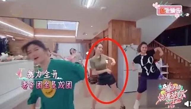 幾位靚太跟導師學跳舞時雞手鴨腳,唯獨吉娜最掂。
