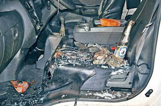 ■遇襲貨車內遺下汽油彈與磚頭。